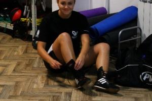 Milena stroi się na trening